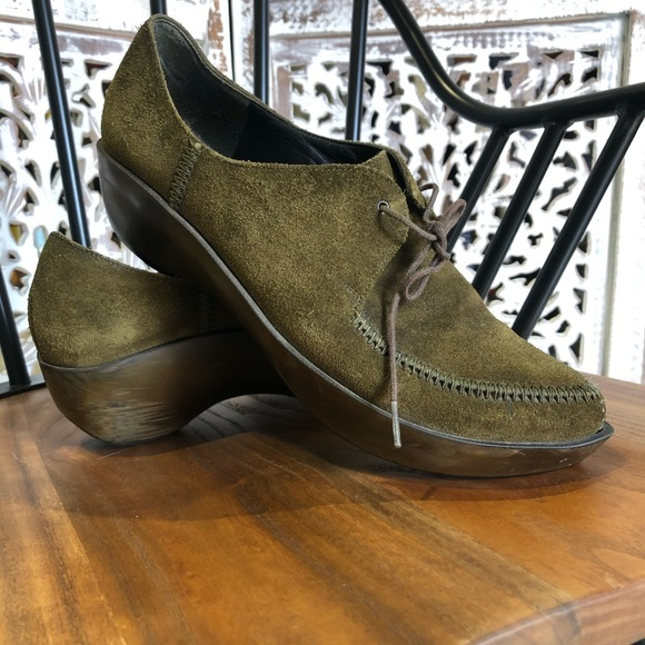 Moss green suede pointed toe platform